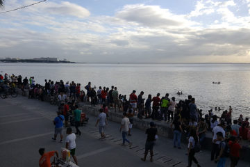 Cleaner Manila Bay And Sunset Lure Crowds At Baywalk