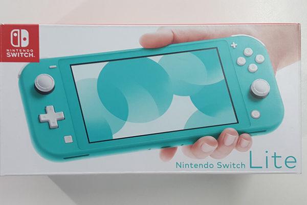 Unboxing Nintendo Switch Lite